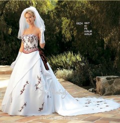 Womenu0027s Wedding Dress With Full Accessories(For Rent)